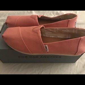 Brand New Pink TOMS Women's Size 9